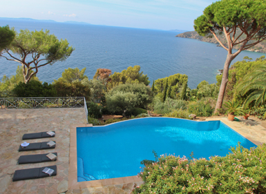 Just next to Gigaro : new villa right on the Sea !